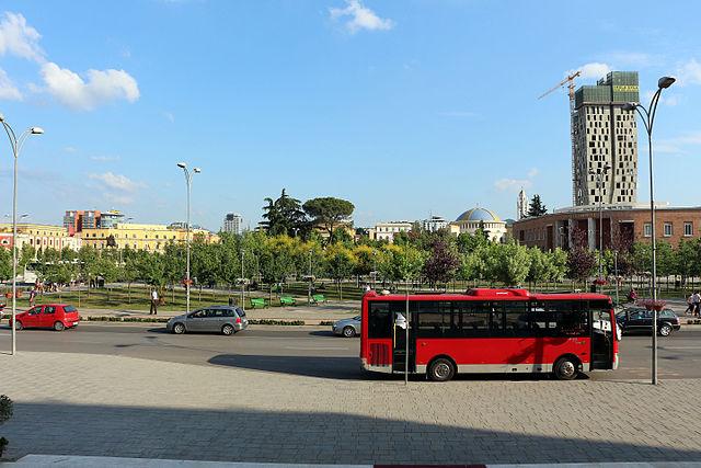 Piazza_skanderberg,_tirana,_01.jpg